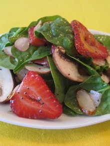 Strawberry Spinach Salad | Weelicious