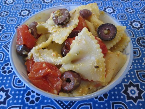roasted-cherry-tomatoes-with-olives-bowties.jpg