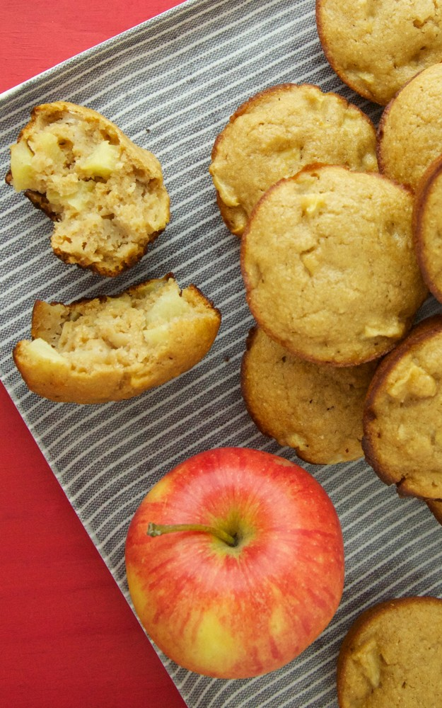 Apple Applesauce Muffins Video from Weelicious
