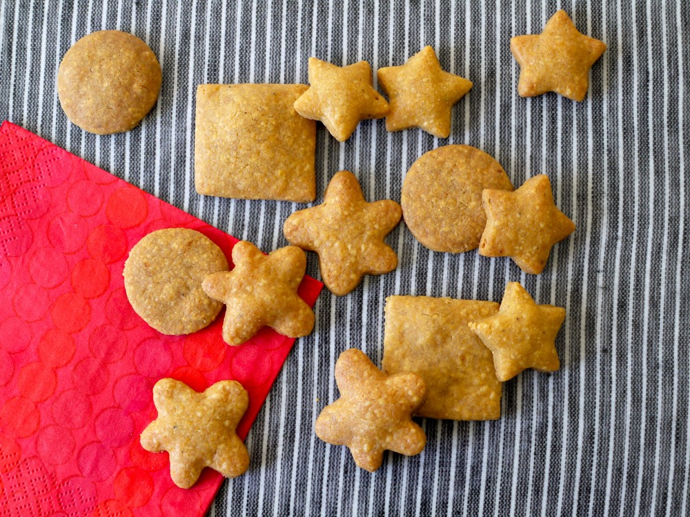 Whole Wheat Cheddar Crackers from Weelicious